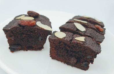 巧克力布朗尼丨以苦甜巧克力为基底,口感湿润松软